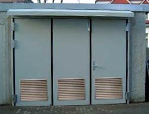 Складные промышленные автоматические ворота Teckentrup - калитка в полотне в виде отдельной створки.