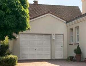 Подъемно-поворотные автоматические ворота гаражные и боковая дверь, кассета.