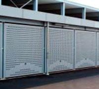 Подъемно-поворотные автоматические ворота гаражные для подземных паркингов с вентиляционной решеткой или волнистой гофрированной решеткой..