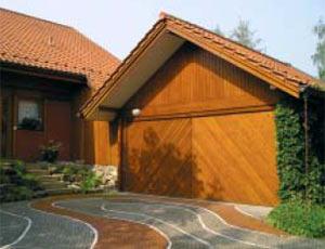 Подъемно-поворотные автоматические ворота гаражные из дерева