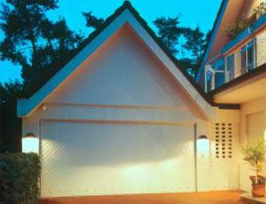 Подъемно-поворотные автоматические ворота гаражные исполнение вертикальные панели.