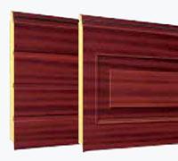 """Секционные гаражные ворота Teckentrup: отделка панелей под дерево """"Махогони"""""""