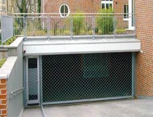 Промышленные автоматические рулонные ворота Teckentrup с боковой дверью